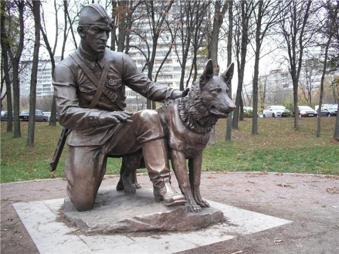 памятник военным собакам