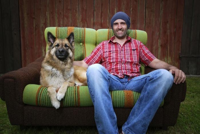 мужчина и его собака