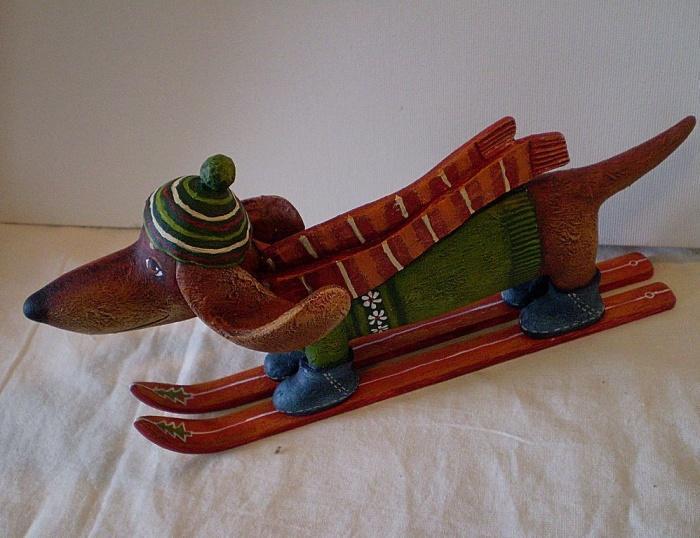 Собака Такса Лыжница . Деревянная скульптура . Ручная роспись
