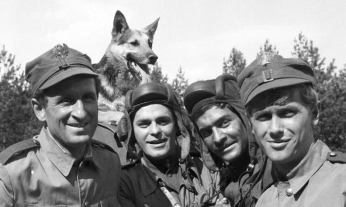 Те самые четыре танкиста и собака