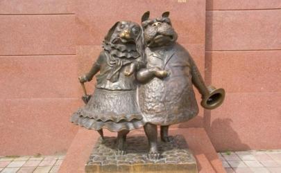 Городские скульптуры и памятники, посвященные собакам